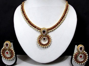 Maroon Stone Pearl Polki Pendant Necklace Set