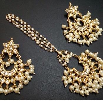 Beautiful gold plated kundan maangtikka with earrings pair
