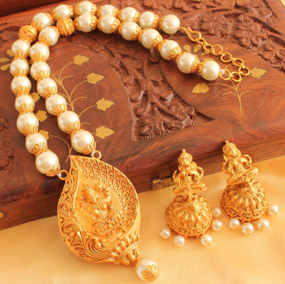 41d5177fd Gorgeous Matte Finish Pearl Lakshmi Necklace Set - DREAMJWELL - 1542224
