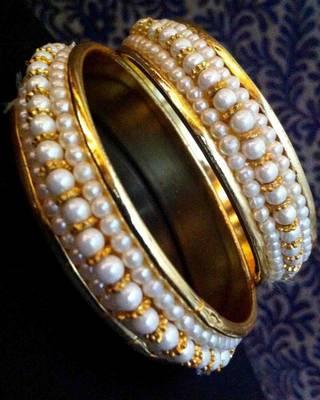 Pair of Pearl Golden Bangles Bracelet O26