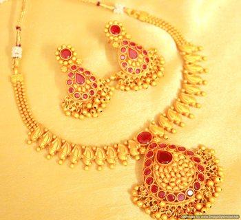 Ruby Gold Look Gerua Polish Necklace Set