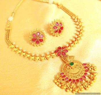 Multicolour Gold Look Gerua Polish Necklace Set