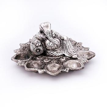 White metal lord ganesha idol with five dia