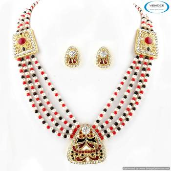 Vendee Handmade necklace set studded 5005