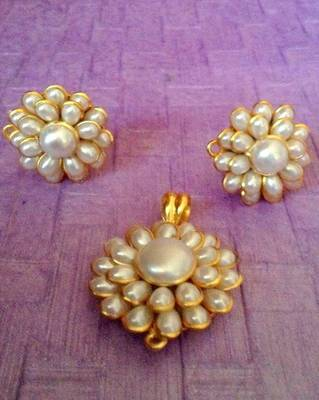 White petals with flower motif pearl pachhi work pendant set traditional pachi jewelry