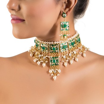 Pretty Choker Set With Meenakari Work