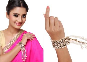 Fashionable Jewelry Gold Finishing Kundan Bracelet In White