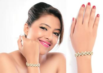 Attractive Look Gold Look Stone With Pearl Gold Finish Bracelet