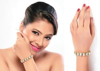 Daily Wear Gold Finish Adjustable Bracelet In White Stone