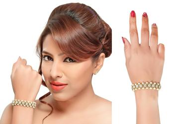 Classic Look For Traditional Party Wear Gold Finishing Pearl Bracelet