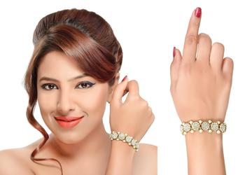 Elegant Look With Beautiful Gold Finishing Bracelet With Pearl And White Stone
