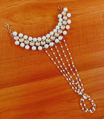 Kundan And Pearls Hathphool