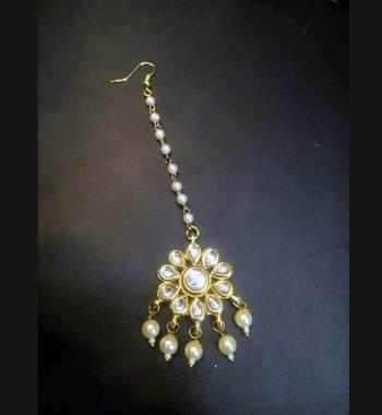 Kundan Flower And Pearls Mang Tikka