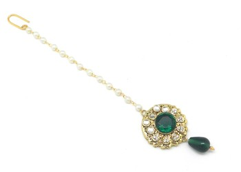 Maang Tikka Decorated With Green Crystal