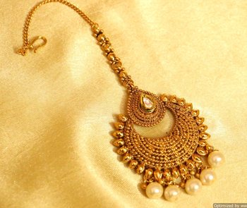Gold Look Antique Pearl Maang Tikka