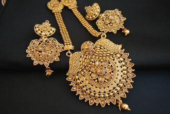 Round moti gold tone necklace set