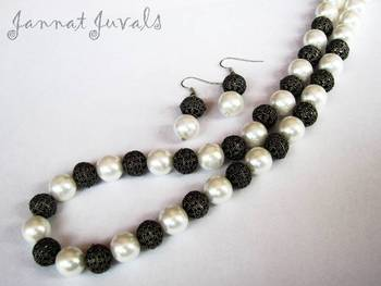 Cute Pearl and Black metal necklace with earrings