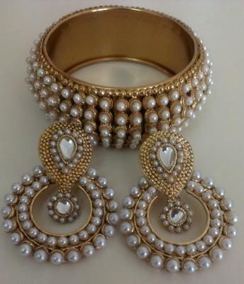 Designer Traditional Earings with Traditional Moti Kadas