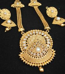 Buy Gold Tone Finely Crafted Necklace set with Pearls south-indian-jewellery online