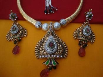 Balika Vadhu Hansli Necklace Set