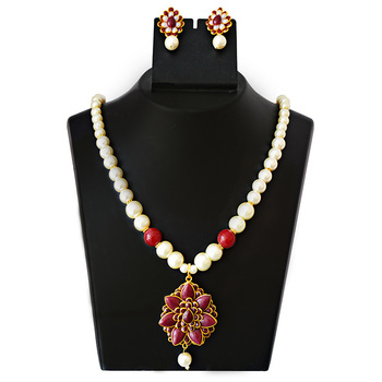 Pacchi Pearl Necklace Set