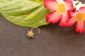 Floral Diamond Studed Exclusive Loveable Nose Pin