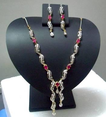 AD Curvy Necklace