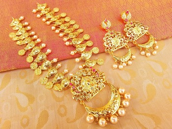 Lovely Pink  and  White Uncut Peacock Temple Jewellery