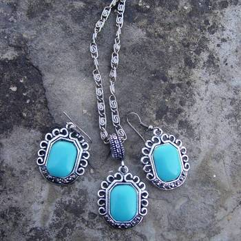turquoise pendent with earring