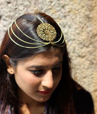 Gold chains and Filigree flower mathapatti