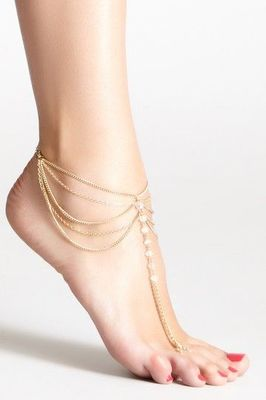 Gold chains and pearls ankle bracelet