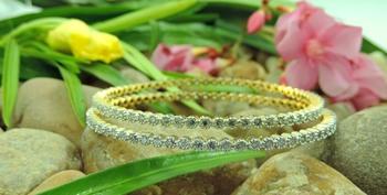 Hot lady look rounded bracelet Bangles