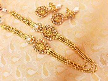 Mesmerizing White Kemp Laxmi Layer Temple Jewellery