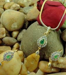 Buy  Grab this season's most stunning pendants set   Pendant online