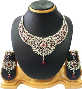 Exquisite Silver and Maroon Necklace Set