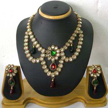 Sparkling Kundan Necklace Set
