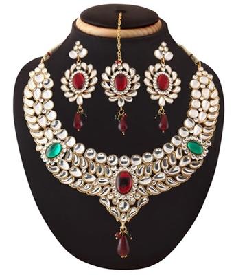 Beautiful Kundan Necklace Set