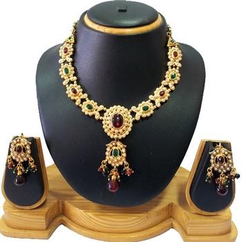 Gold Sparkling Kundan Necklace Set