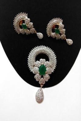 classic emerald pendant set