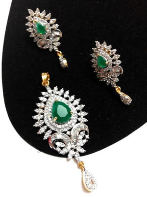 delicate emerald pendant set