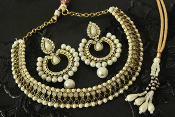 Black colour Necklace & Dangling Pearl Earrings