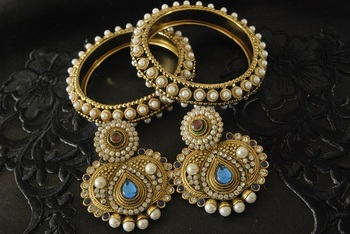 JevantaBai's Traditional Blue colour Earings & Gold Plated Bangles