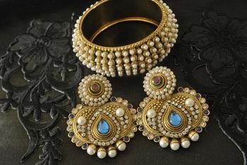 JevantaBai's Traditional Blue colour Earings & Gold Plated Moti Kada