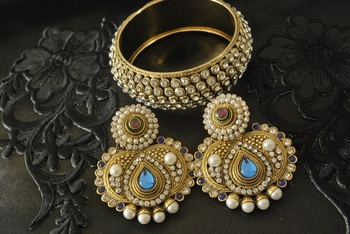 JevantaBai's Traditional Blue colour Earings & Gold Plated Stone Kada