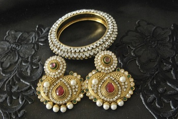 JevantaBai's Traditional Maroon & Green colour Earings & Gold Plated Kada studded with stones