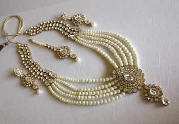 Haar Style Kundan and Pearl Necklace Set in Golden and White
