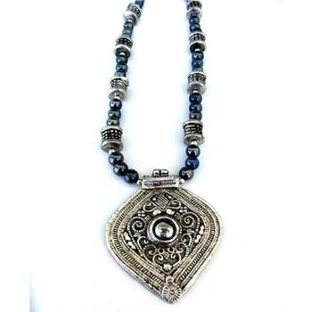 Hand-made pendant necklace: Grey/018