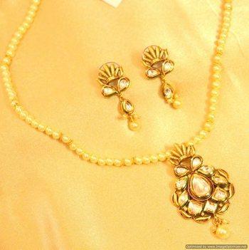 Kundan Meenakari Uncut Pendant Set With Pearl Chain