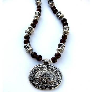 Elephant Pendant necklace: Brown/044