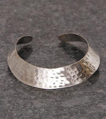 Silver Hammered Metal Hasli